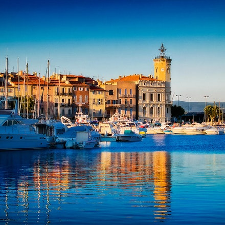 Au Petit Jour - Harbour on the French Mediterranean.