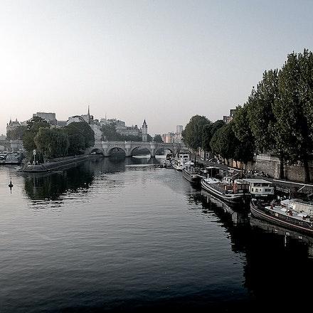 Dawn_on_the_River_Seine - OLYMPUS DIGITAL CAMERA