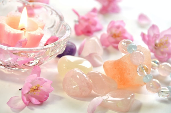 Rose Quartz Crystals - Cleanse your Crystals under the Full Moon.