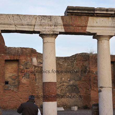 Augustinian portico - Pompeii trip