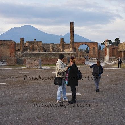 Vesuvius still awaits - Pompeii trip