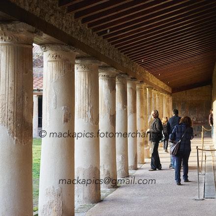 Under the columns - Pompeii trip