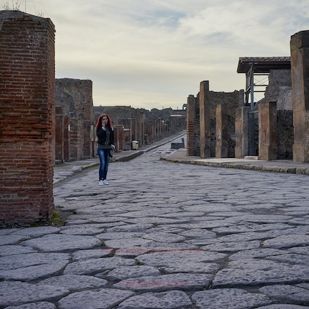 Street photography in Pompeii - Can you spot the other person?