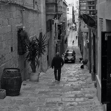 Valletta Alleyway - B&W - Malta (File: L1011399)