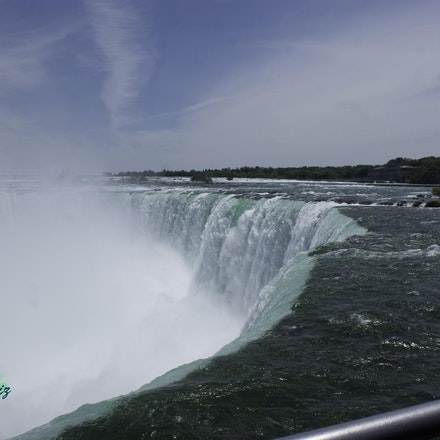 Niagra Falls - Side view of Horseshoe Falls, Niagra Falls Canada