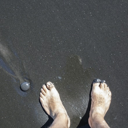 Black and Gold - Can you see the little flecks sparkling in the sand. Ignore the feet :)