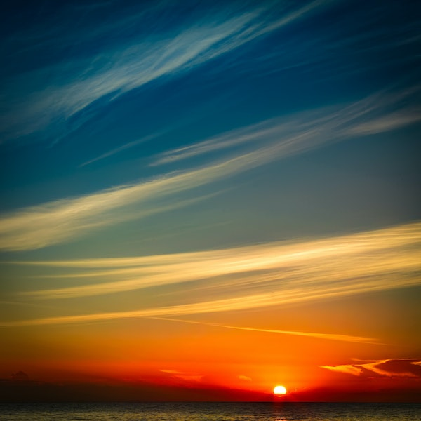 Sky lines - I'll admit it .. I take a lot of pictures of rocks and waves and sunrises ☺️ and sometimes, I realised, we just don't need all of that. They...