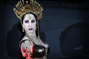 sur scène ~ Sashi - Cirque de Serpentine