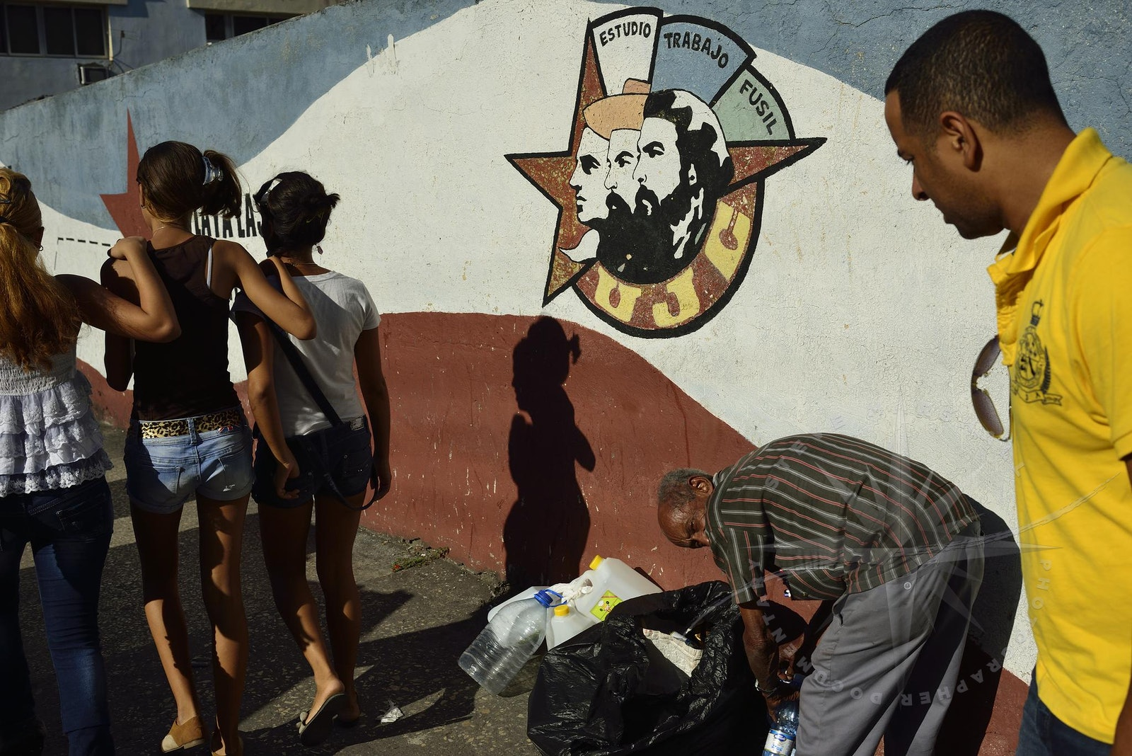 Documentary Havana CUBA - The Cubaneros live in a paradise but they are waiting for Castro