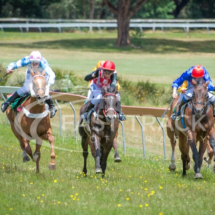 Race 1, Without Exception, Debbie Waymouth_26-12-14, Drouin, WIN_009