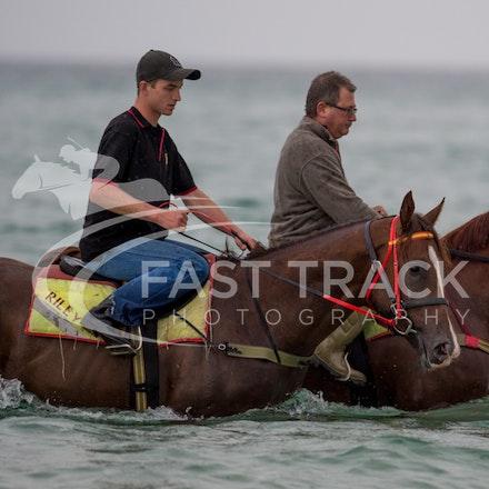 Safety Beach, Of The Brave, Logan McGill & Grande Rosso, Mark Riley_26-02-15_040