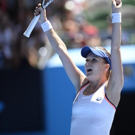 Blakeman_2014_104683 - Agnieszka RADWANSKA (POL) defeats Victoria AZARENKA (BLR) 6-1, 5-7, 6-0 on day 10 at Rod Laver Arena