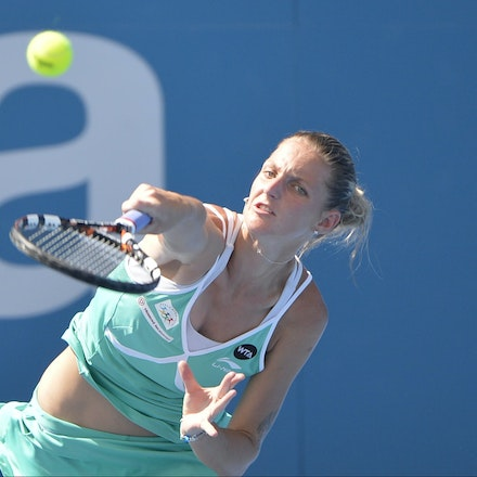 _DSC9870 - 2015 14th January APIA International Sydney Tennis, day 4. Karolina Pliskova (CZE) defeats Carla Suarez Navarro (ESP). 4-6, 6-4, 6-0. Piskova...