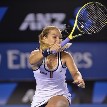 _PB16730 - 2015 26th January. Day 8 of the Australian Open Tennis. Dominika Cibulkova (SVK) defeats Victoria Azarenka (BLR) 6-2 3-6 6-3 Cibulkova in action