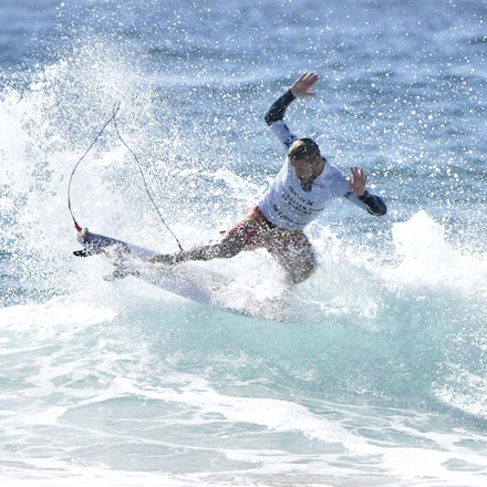 _XF22549 - 2015 12th February. Day 6 of the Australian Open of Surfing held at Manly Beach. Stu Kennedy (AUS) in action.
