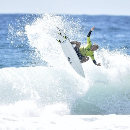 _XF22700 - 2015 12th February. Day 6 of the Australian Open of Surfing held at Manly Beach. Caio Ibelli (BRA) in action