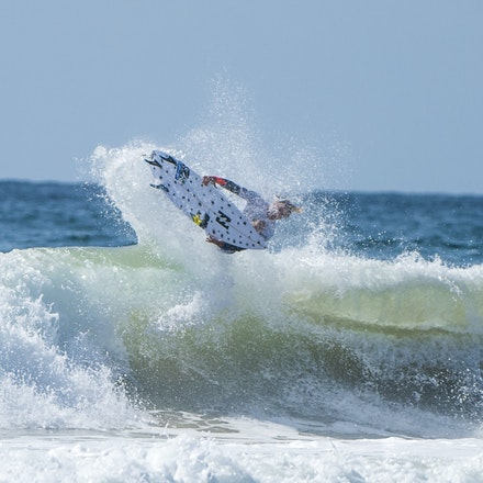 _XF24942 - 2015 14th February. Day 8 of the Hurley Australian Open of Surfing held at Manly Beach. Jack Freestone (AUS) gets knocked out by Kolohe Andino...