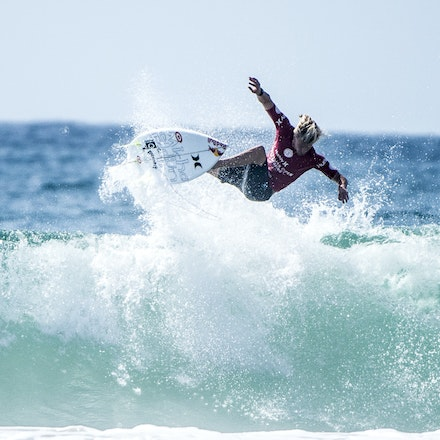 _XF24945 - 2015 14th February. Day 8 of the Hurley Australian Open of Surfing held at Manly Beach. Jack Freestone (AUS) gets knocked out by Kolohe Andino...
