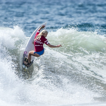 _XF26476 - 2015 15th February. Day 9 of the Hurley Australian Open of Surfing held at Manly Beach. Tatiana Weston (HAW) in action
