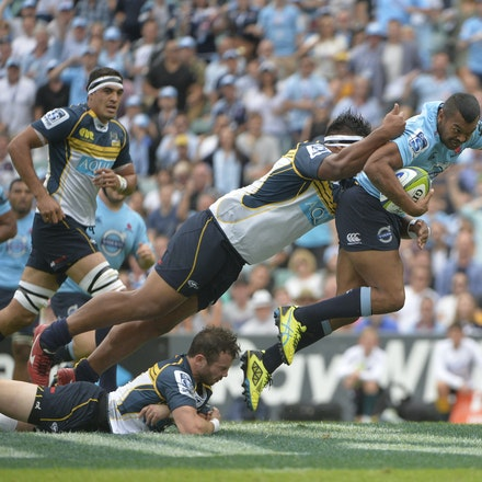 _PB16867 - 2015 22nd March. Waratahs defeat the Brumbies at Allianz Stadium 28-13. Inside Centre, Kurtley Beale in action