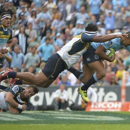 _PB16868 - 2015 22nd March. Waratahs defeat the Brumbies at Allianz Stadium 28-13. Inside Centre, Kurtley Beale in action
