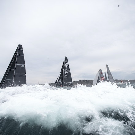 _DSC9553 - 2015 Rolex Sydney to Hobart start. Rough times await the fleet.