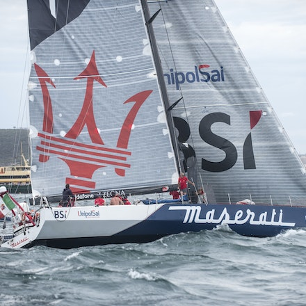 _DSC9610 - 2015 Rolex Sydney to Hobart start. Crew and Maserati in action for the start.