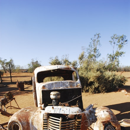 Outback Rustbuckets - Images of old cars whilst cruising the desert.