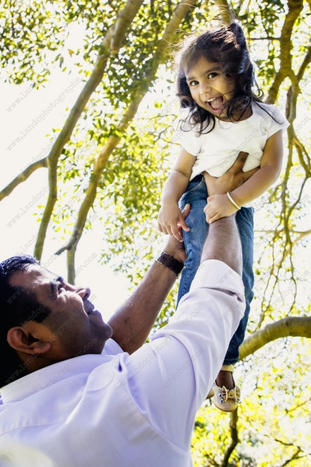Internet 1269 Kumar Family - 22 November 2014 - Centennial Park - Family Portrait - sydney photo gallery