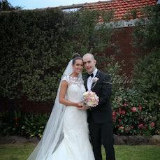 Hayley & Sean - Roselyn Court, Essendon