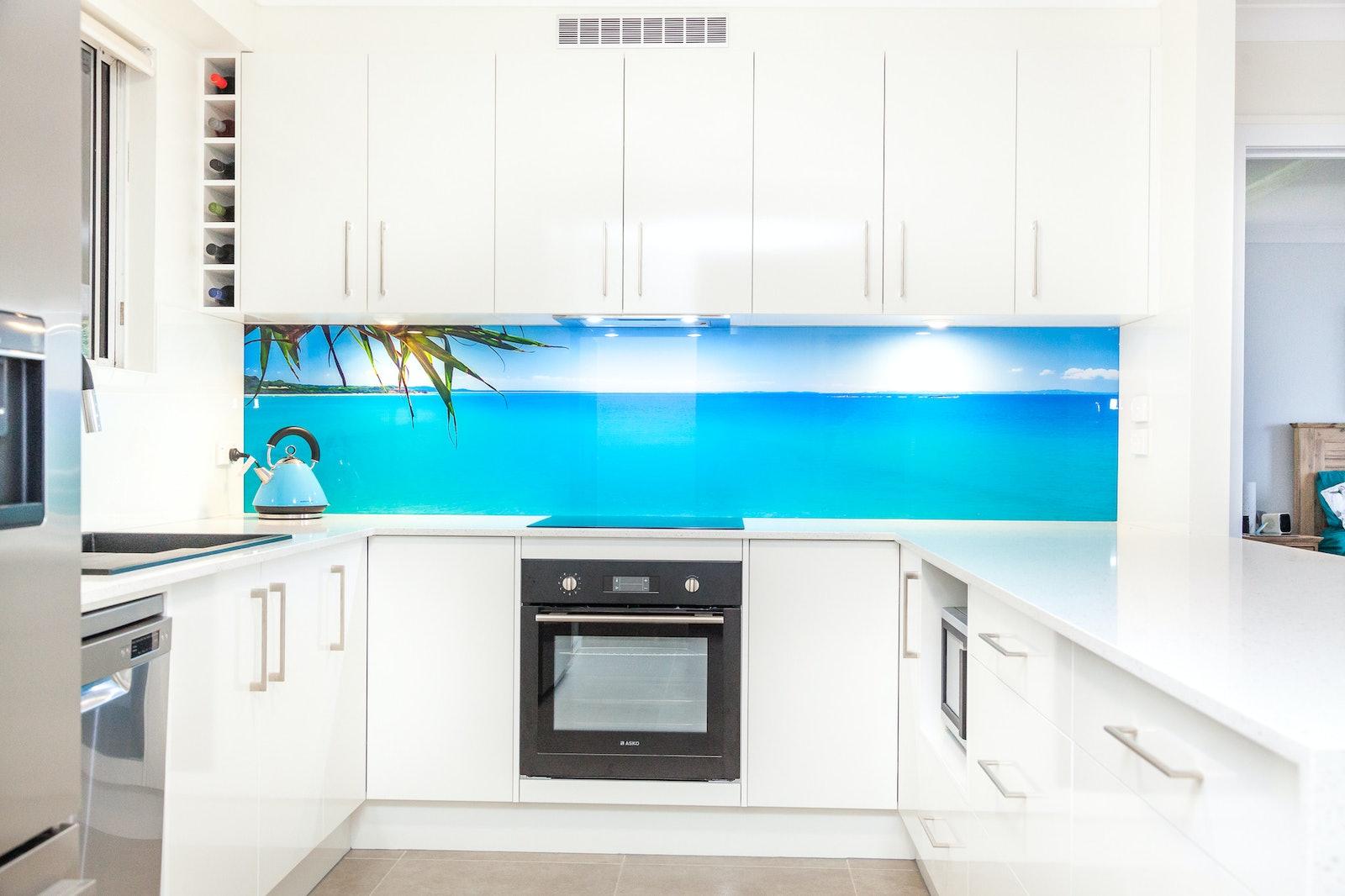A-0010- New kitchen with Straddie splashback - Julie Sisco Photography