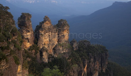 Three Sisters, Katoomba _MG_8922 - This is a view of the famous Three Sisters in the Blue Mountains, New South Wales, Australia