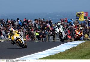 Alex de Angelis heading to Moto2 victory 2011 Phillip Island (1)