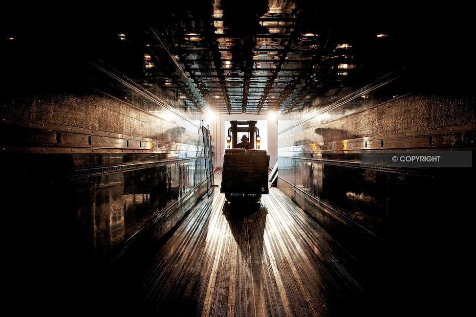 TRUCK LOADING AAA_2403 - Loading truck, truck interior, fork lift at work, fork lift,