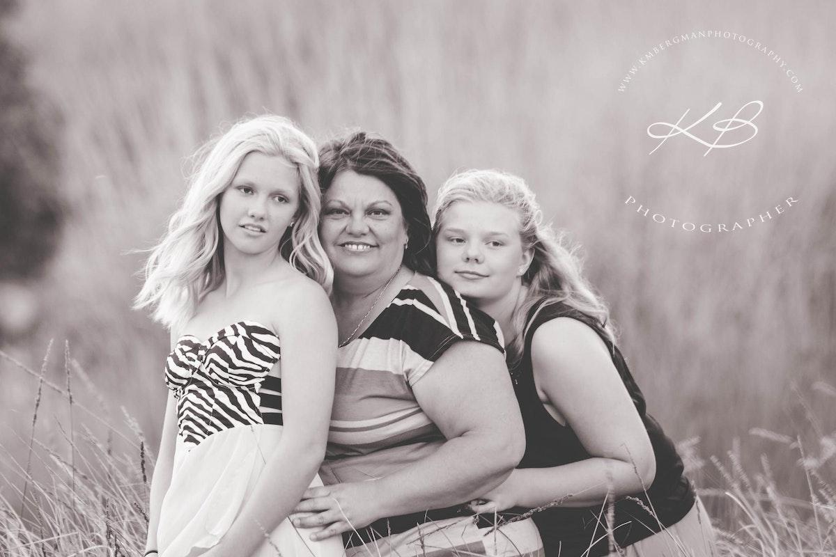 Mother-daughter-outdoor-location-portraits - Beautiful glamour portrait by Logan City Portrait Photographer, Kerry Bergman