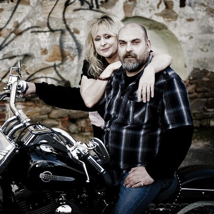 Rob & Laura - Family Portraits - Location: Loberthal - South Australia