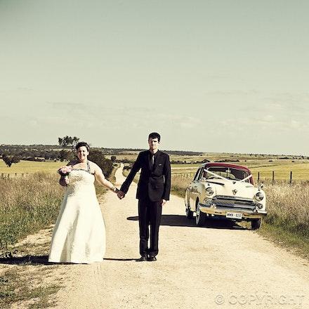 102 Rural wedding views - Dirt roads, rolling fields, windmills - a great setting for wedding photos.