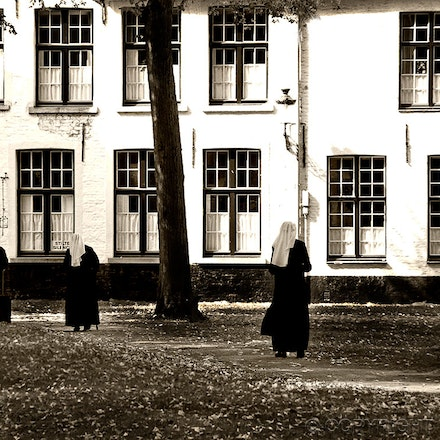 nuns-habits - Belgium convent - where silence is golden