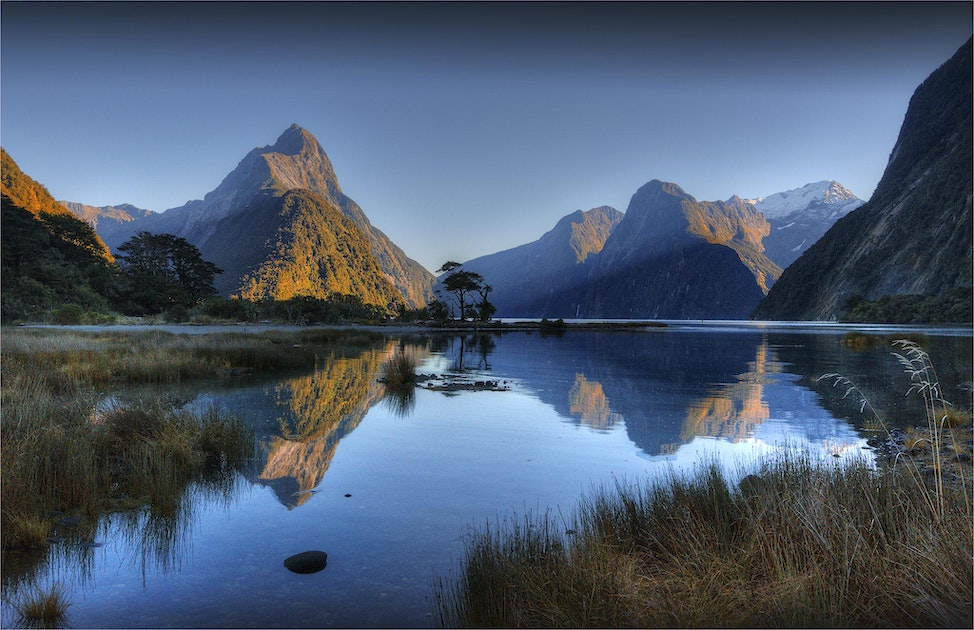 Mitre-Peak-Milford-Sound-First-Light-NZ0300