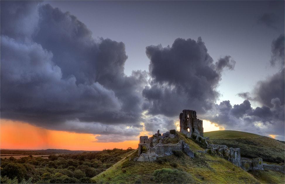 Approaching-Storm-Corfe-Castle-E0446-16x20