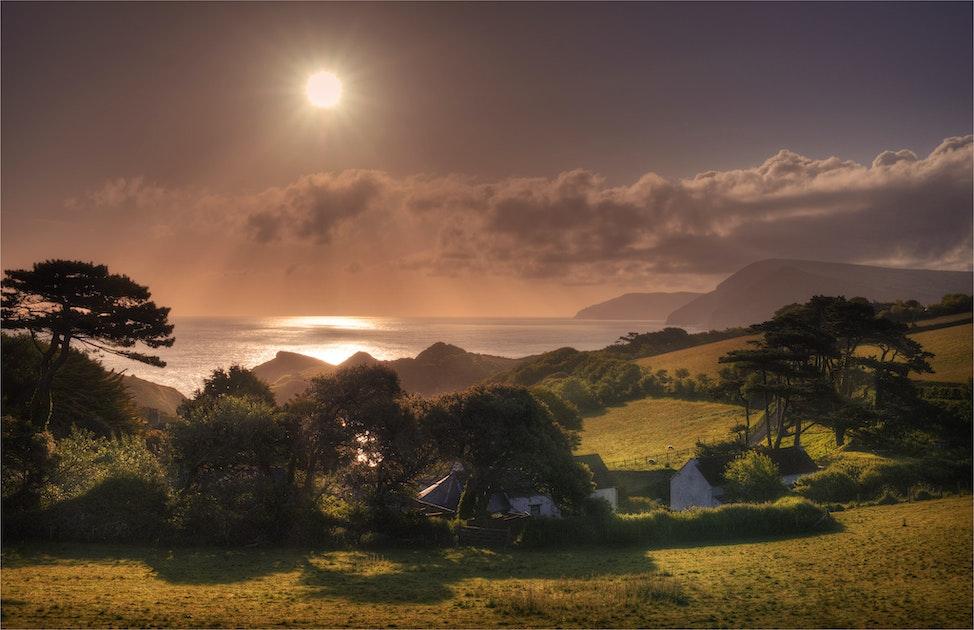 Coastline-Dawn-Combe-Martin-E01069-17x25