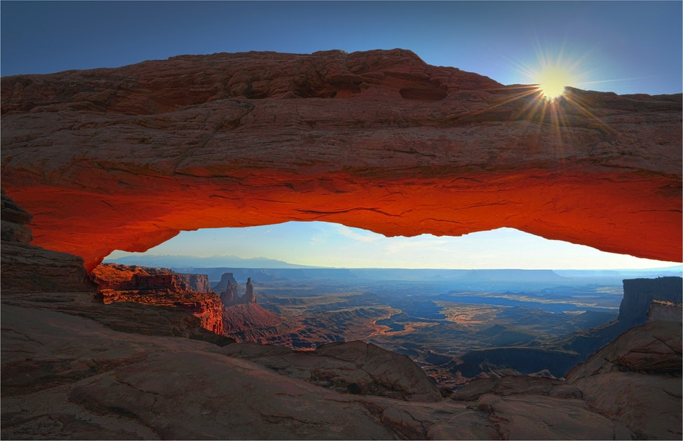 Mesa-Arch-Canyonlands-Sunstar-U087-11x17