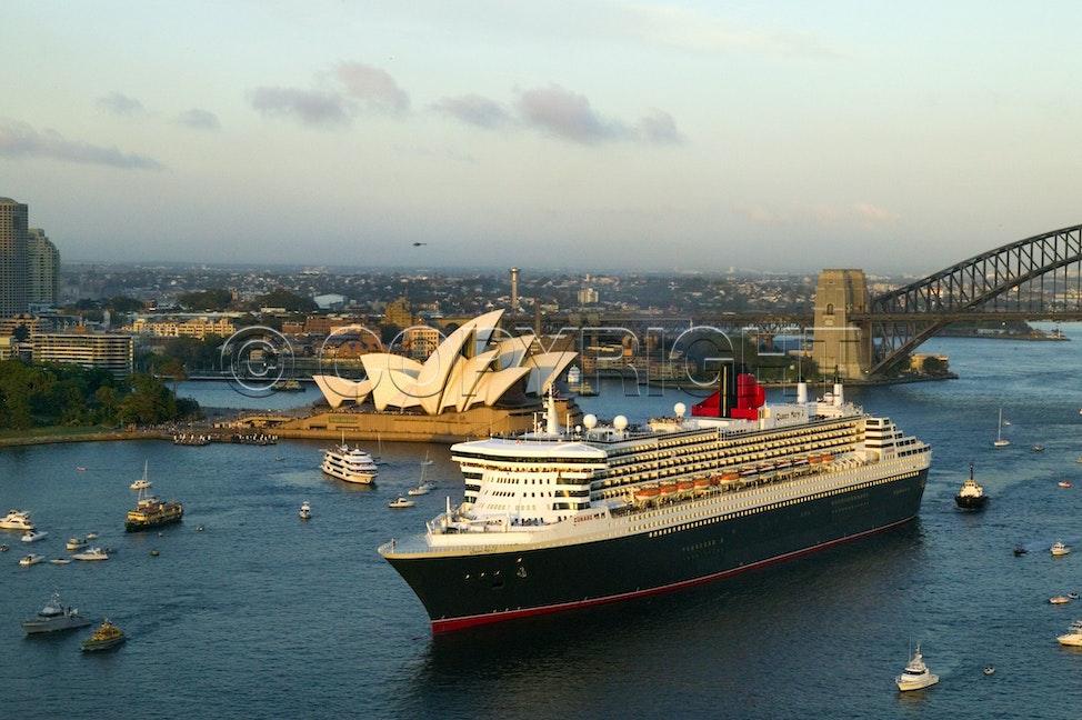 Queen Mary 2_16501 - Sydney Harbour, Australia