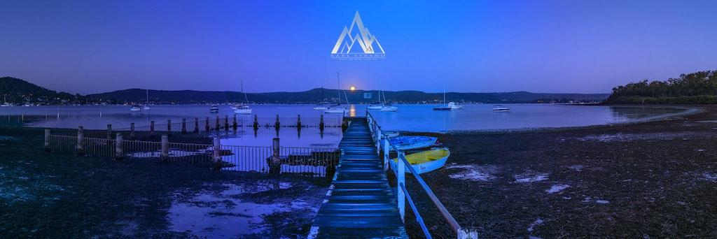 A Christmas Moon Set, Yattalunga, NSW Australia. - A Christamas Moon Set, Yattalunga, NSW Australia.  A beautiful morning over Yattalunga on the NSW...