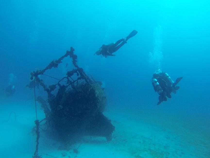 Diving, Lady Elliot Island wreck - DCIM\101GOPRO