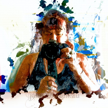 Painted Photographer - Splash the paint i bright colours. Selfies for 100 days