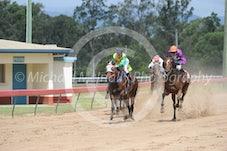 Race 2 Wujer