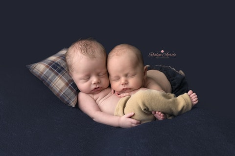 Twin boys penrith newborn photographer inforoslynaprilephotography com www roslynaprilephotography com