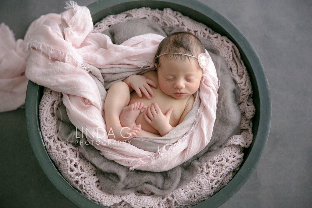 Award winning sydney inner west newborn photographer 11
