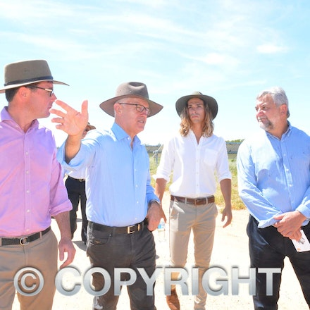 170304_DSC_8102 - Maranoa MP David Littleproud, Prime Minister Malcolmn Turnbull,  Elecnor Group business development manager Manuel Lopez-Velez and executive...